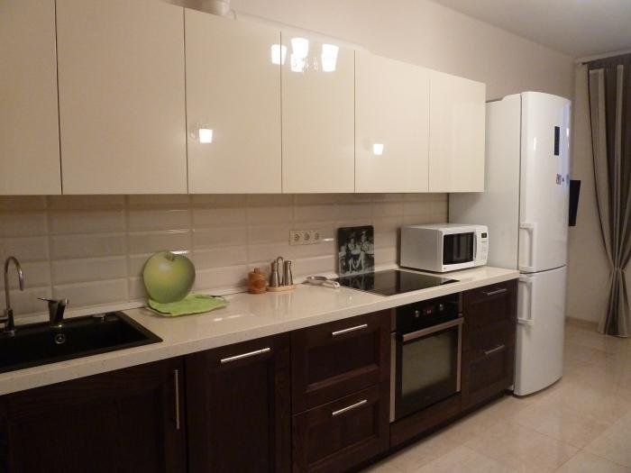 Кухня белый верх и коричневый низ